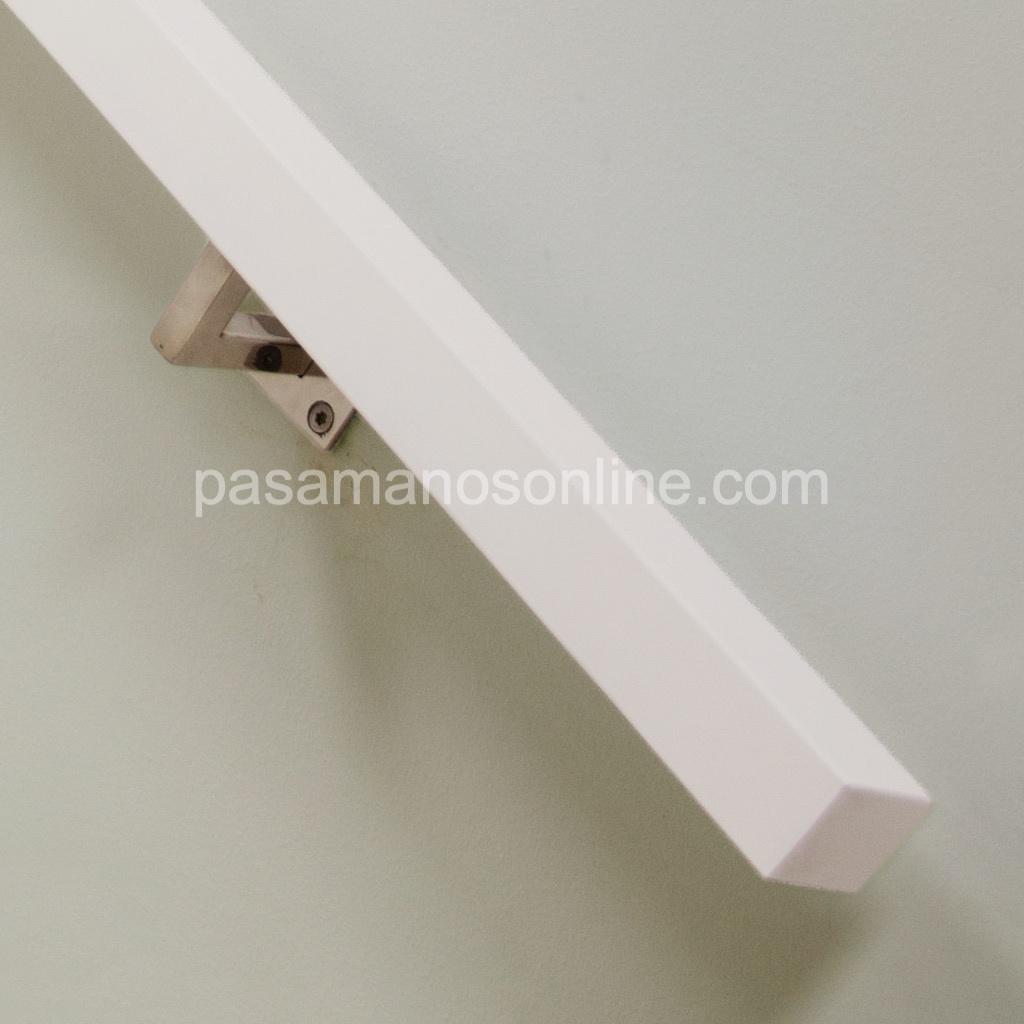 Pasamano cuadrado de madera de haya lacada 4x4 cm